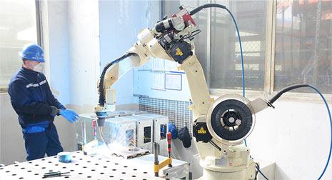オートマチック溶接ロボット